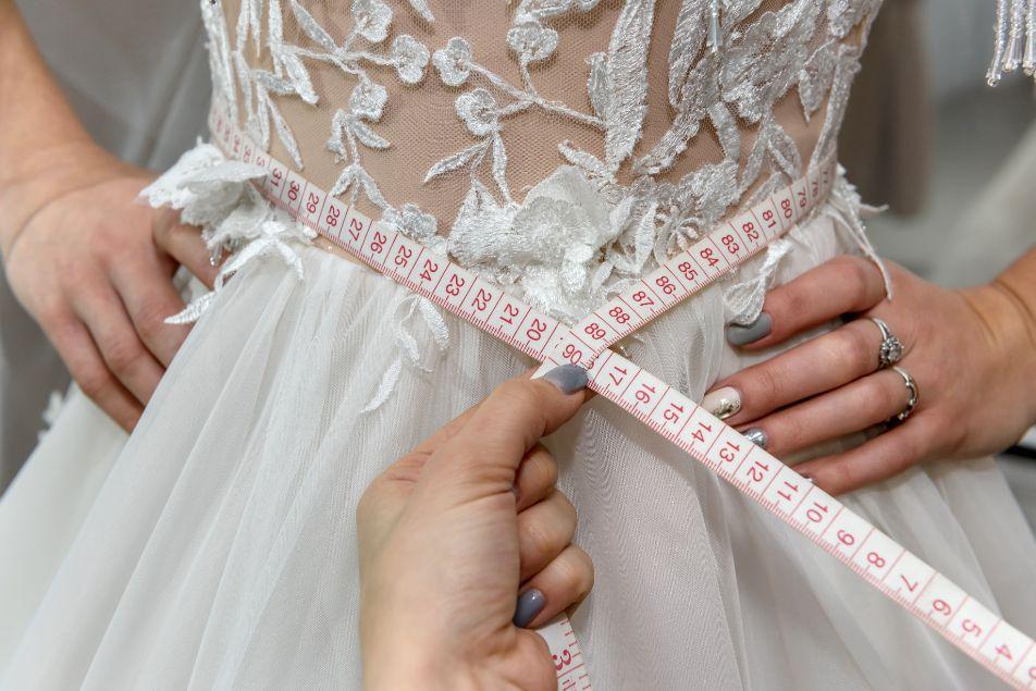 Suknia ślubna szyta na miarę przymiarki