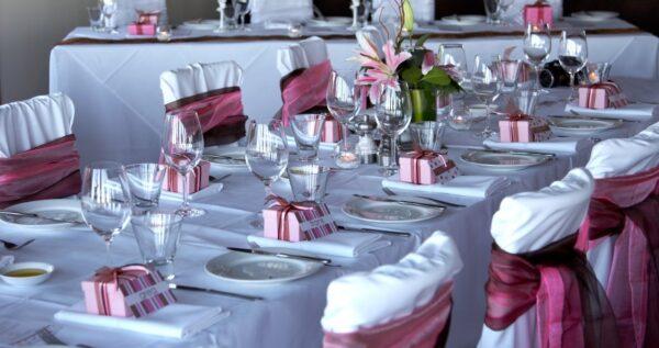 Dekoracje ślubne i weselne - czy warto za nie płacić?