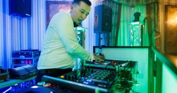 Czy prowadząc dom weselny, agencję artystyczną lub firmę cateringową powinieneś korzystać z usług agencji interaktywnej?