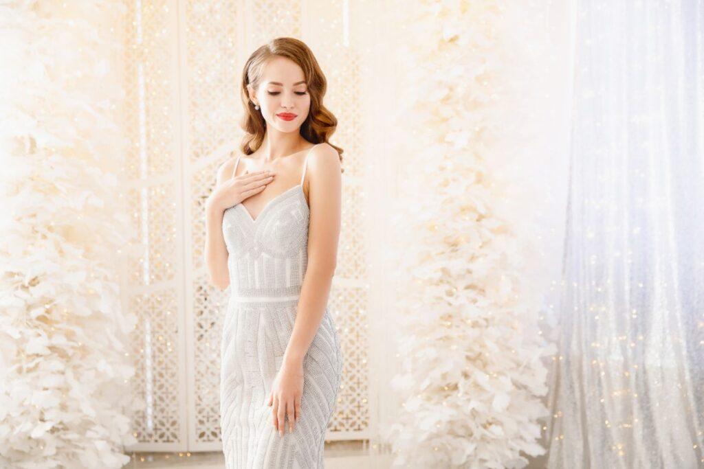 Biała sukienka na poprawiny dla młodej