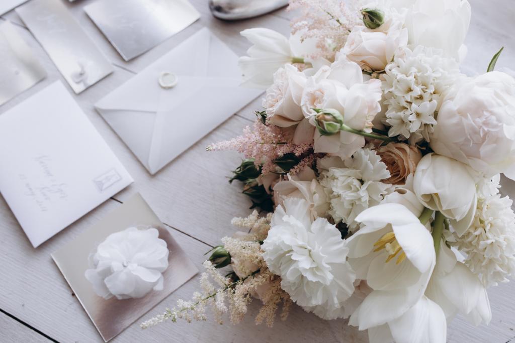 Życzenia ślubne zapisane na kartkach