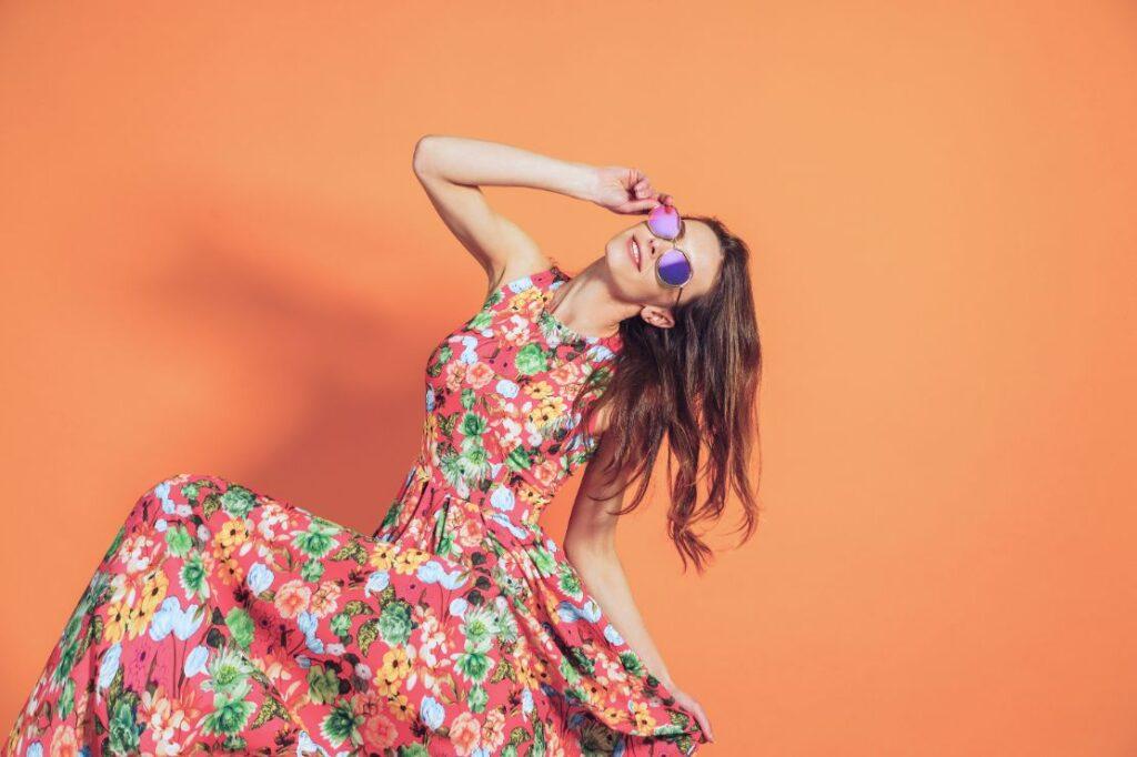 Sukienka na poprawiny dla młodej w kwiaty