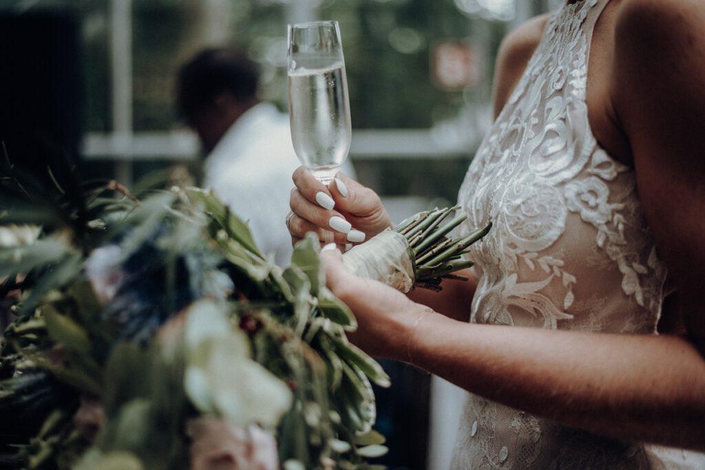 Życzenia ślubne składane pannie młodej podczas toastu