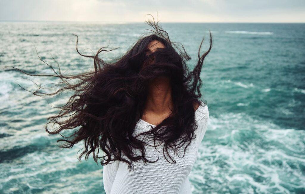 Jakie witaminy wzmacniają włosy? Zażywanie tych sprawi, że twoje włosy będą zdrowe i błyszczące