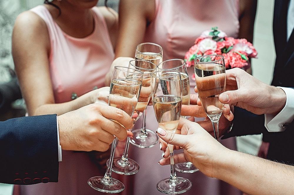 Przyśpiewki weselne podczas wznoszenia toastu