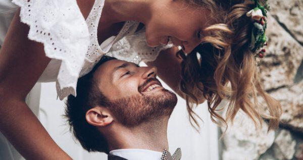 Najlepsze przyśpiewki weselne na niezapomnianą i całonocną zabawę 💃🕺!