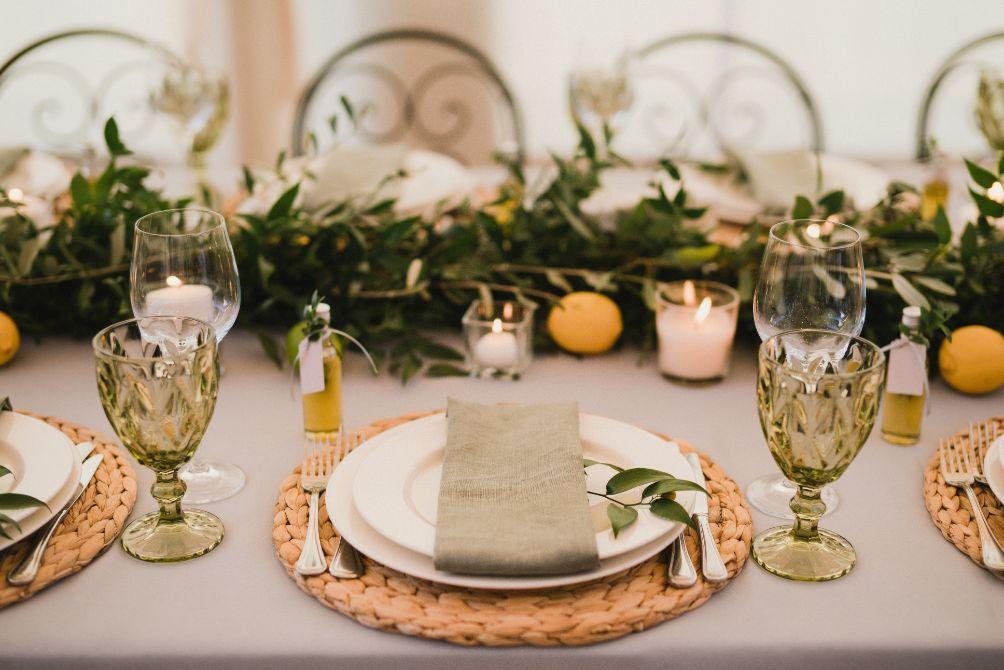 Weselne dekoracje na stół z motywem cytryny