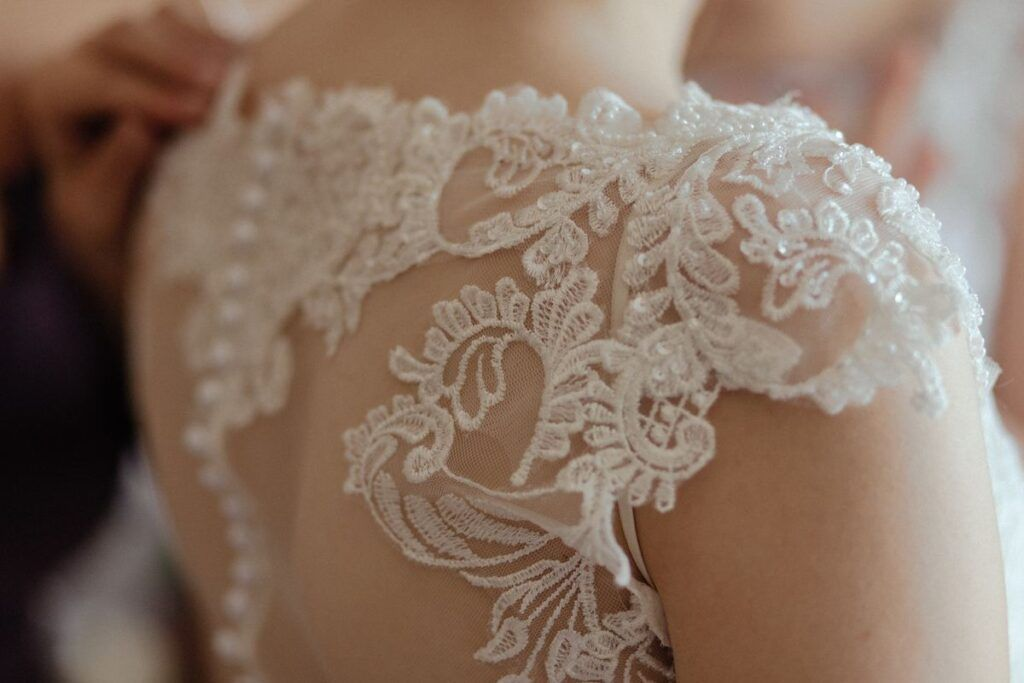 Jakie są obecnie ceny sukien ślubnych? Sprawdź najbardziej opłacalne opcje!