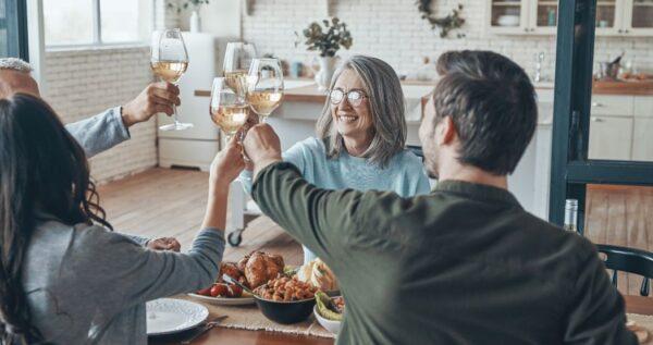Zmówiny, czyli pierwsze spotkanie rodziców. Jak je przygotować?