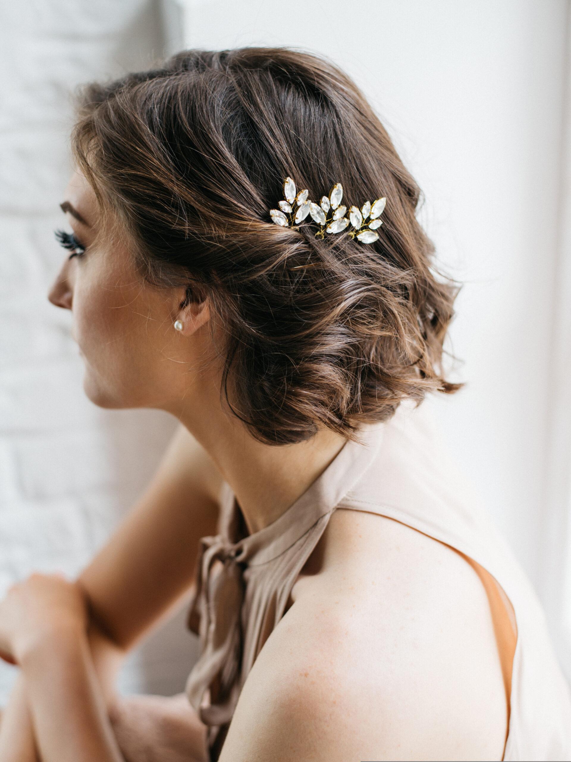 fryzura na wesele dla włosów średniej długości