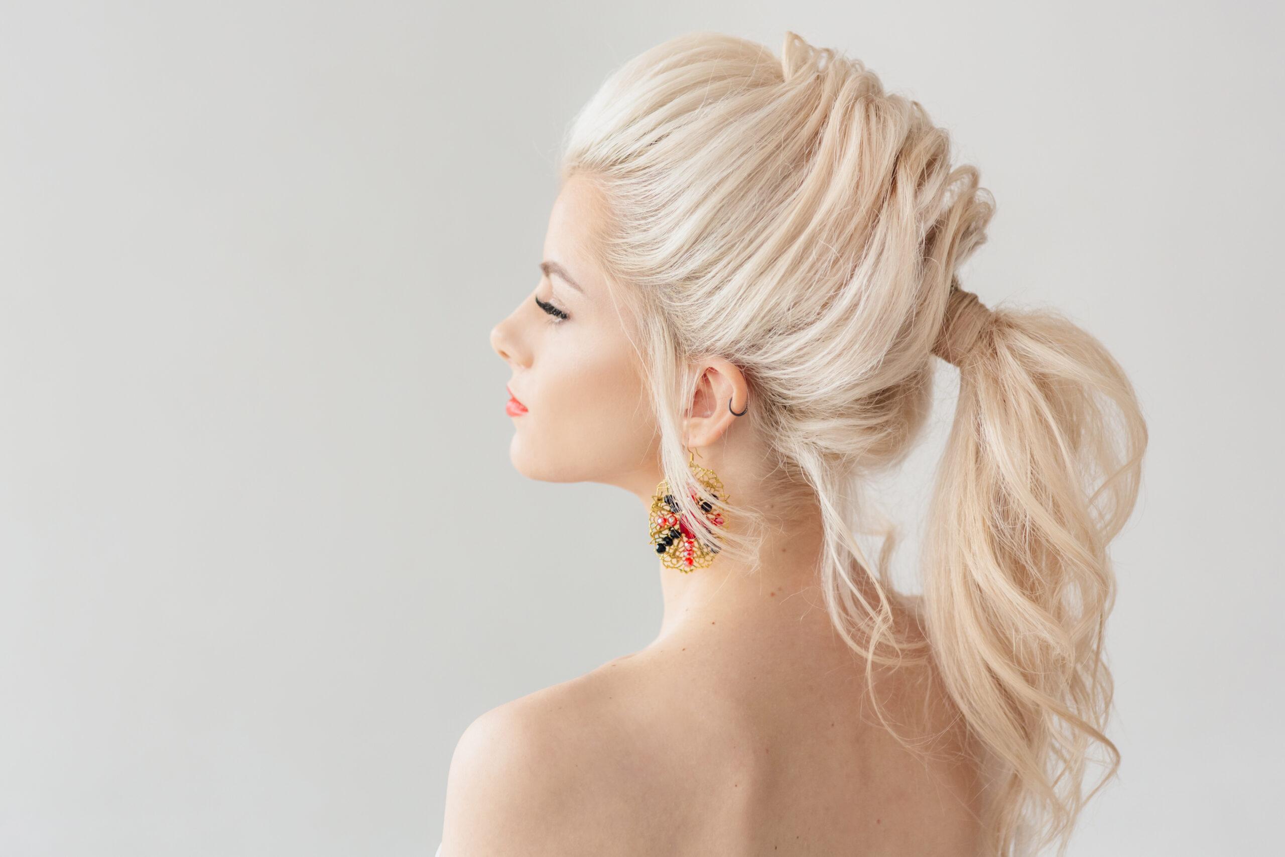 fryzura na wesele w formie kucyka