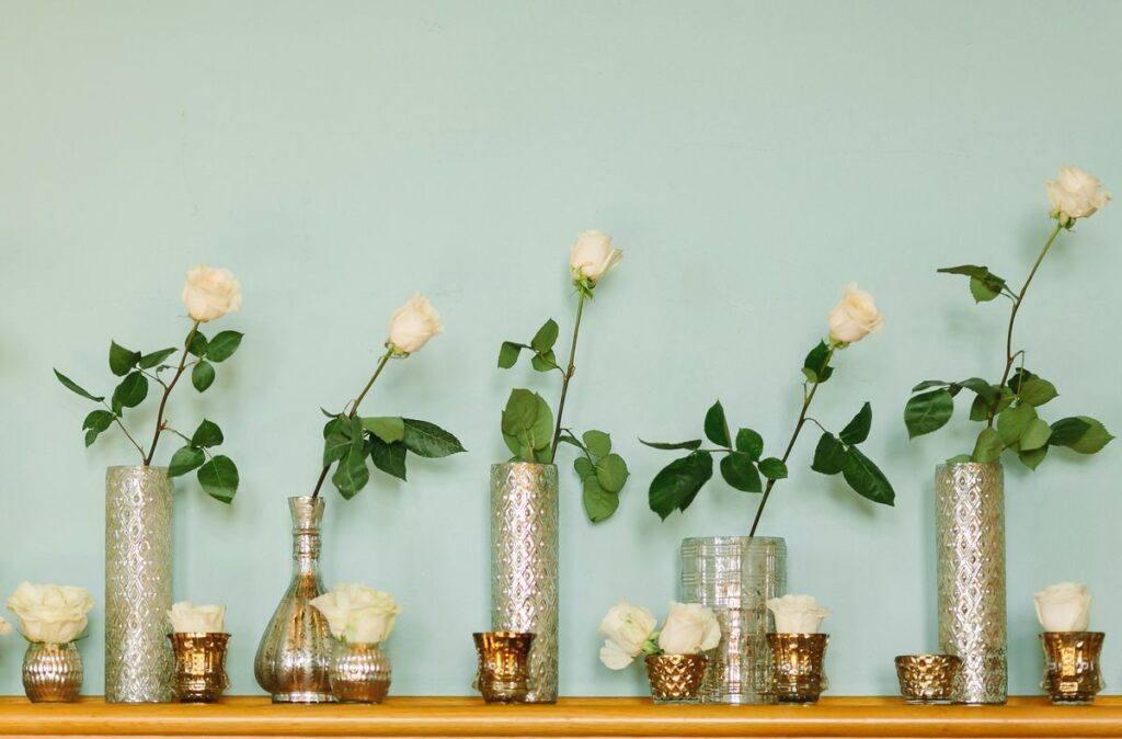 Kwiatowa dekoracja domu na wesele