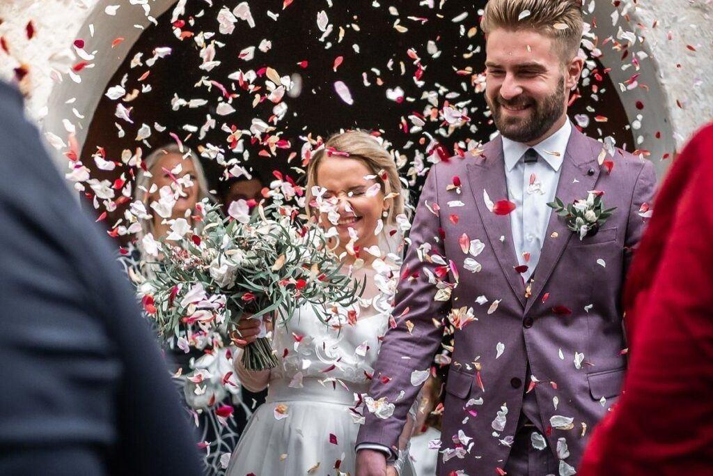 Jak zaskoczyć parę młodą? Sprawcie im niezwykłą niespodziankę na wesele!