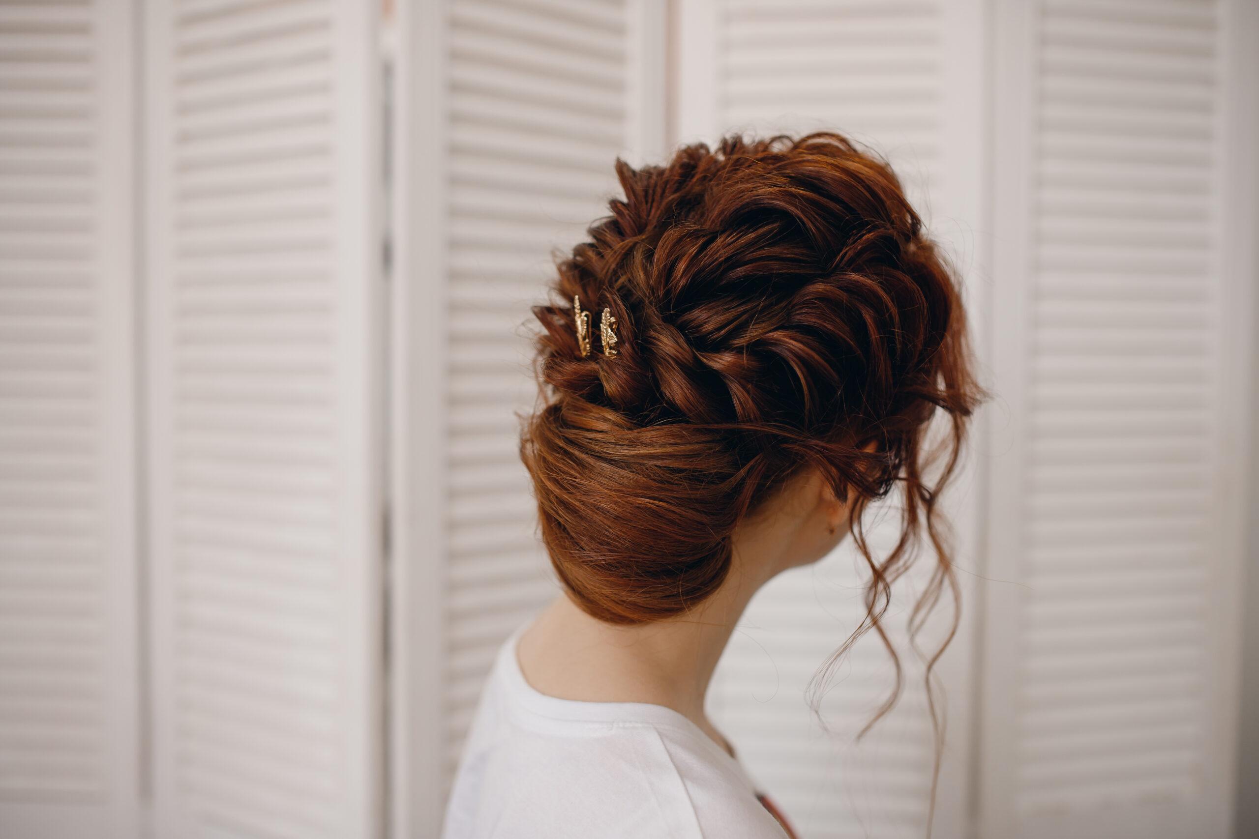 fryzura na wesele romantyczne upięcie włosów