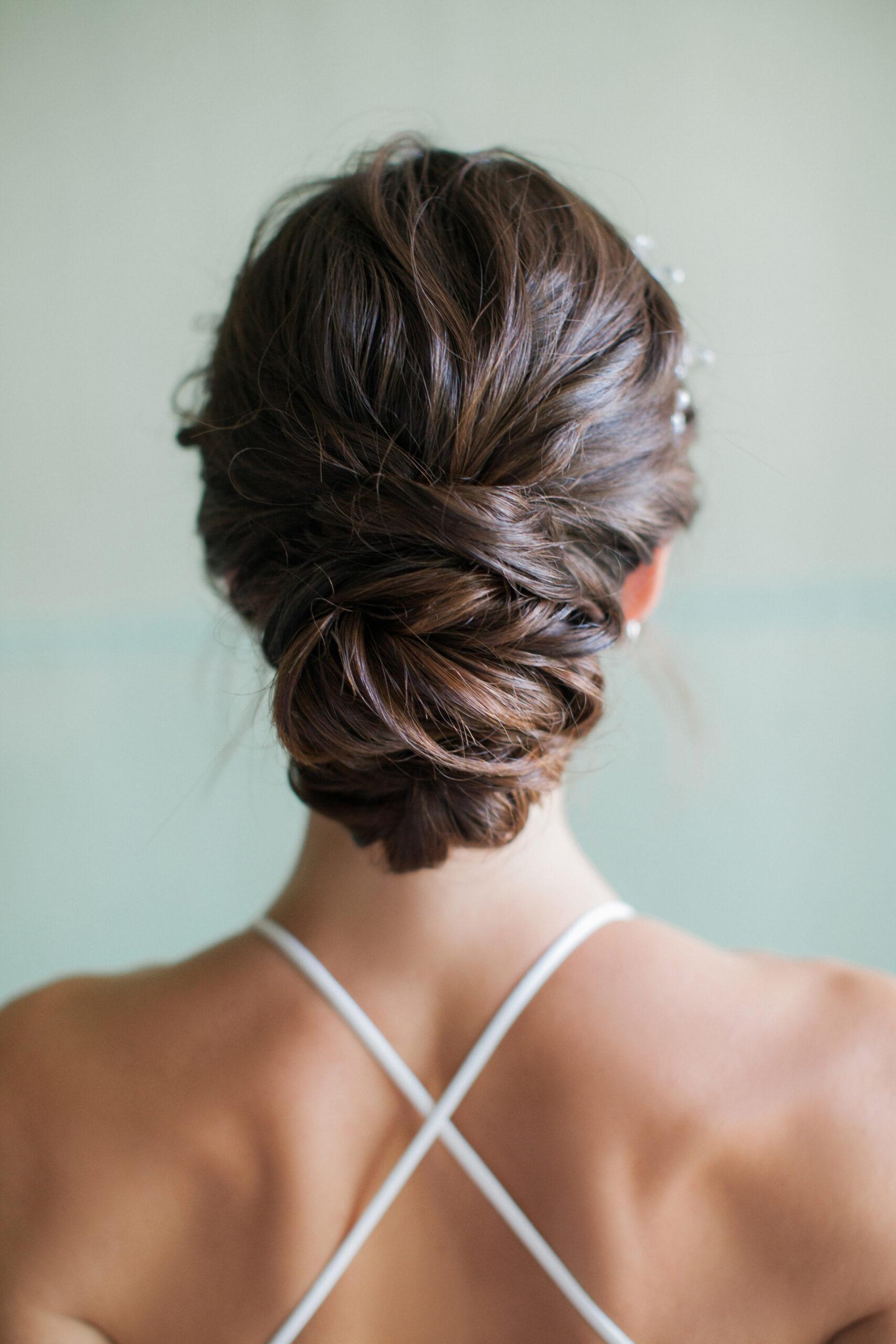 subtelne upięcie włosów na wesele