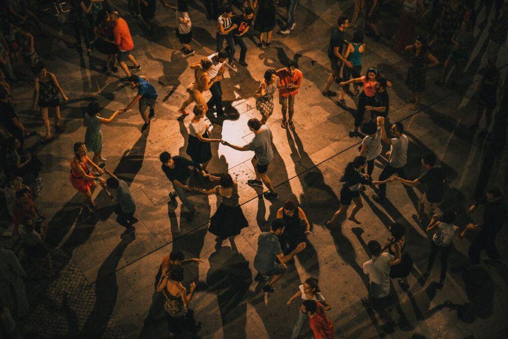 Piosenki do tańca, które porwą wszystkich na parkiet!
