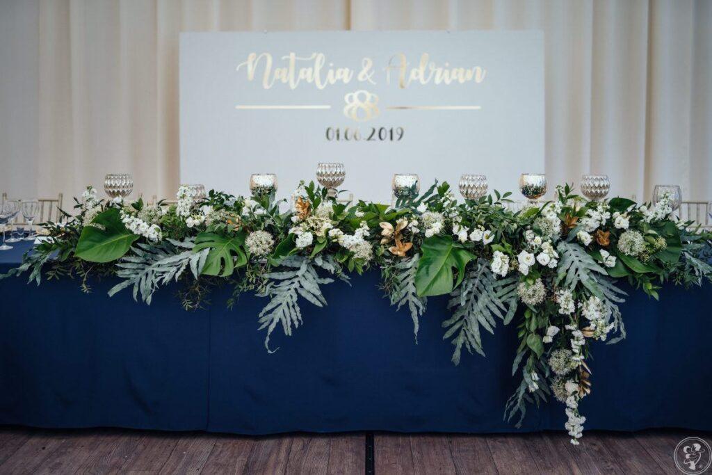 Ścianka weselna ze złotym napisem