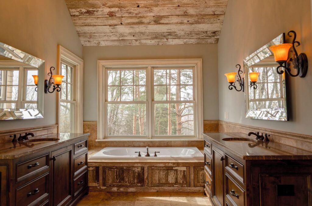 Łazienka z drewnem jako motywem przewodnim