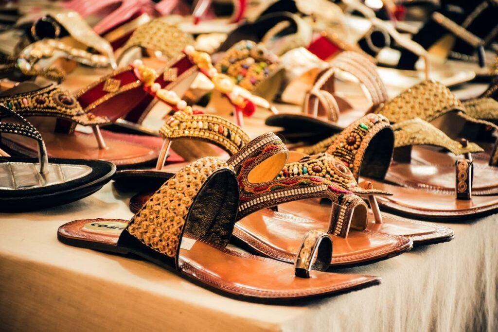 Płaskie buty do sukienki do wyboru w sklepie