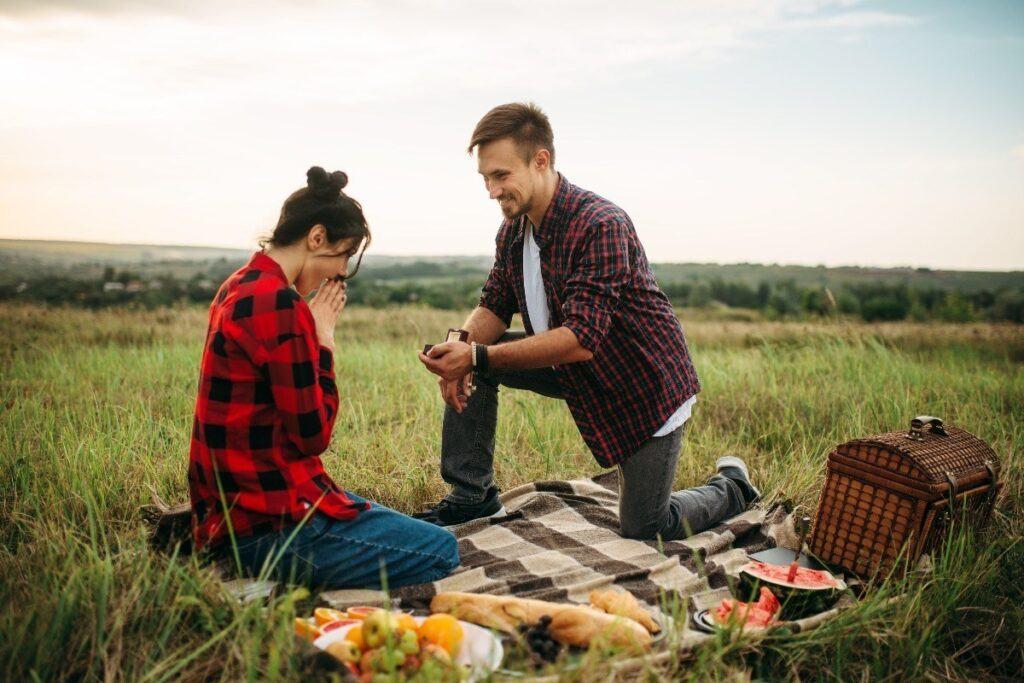 pomysł na oryginalne zaręczyny podczas pikniku