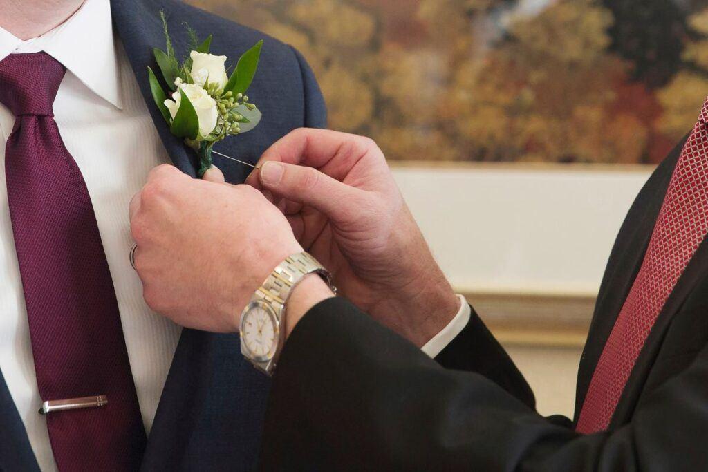 Doskonały krawat ślubny i wszystko, co powinieneś o nim wiedzieć!