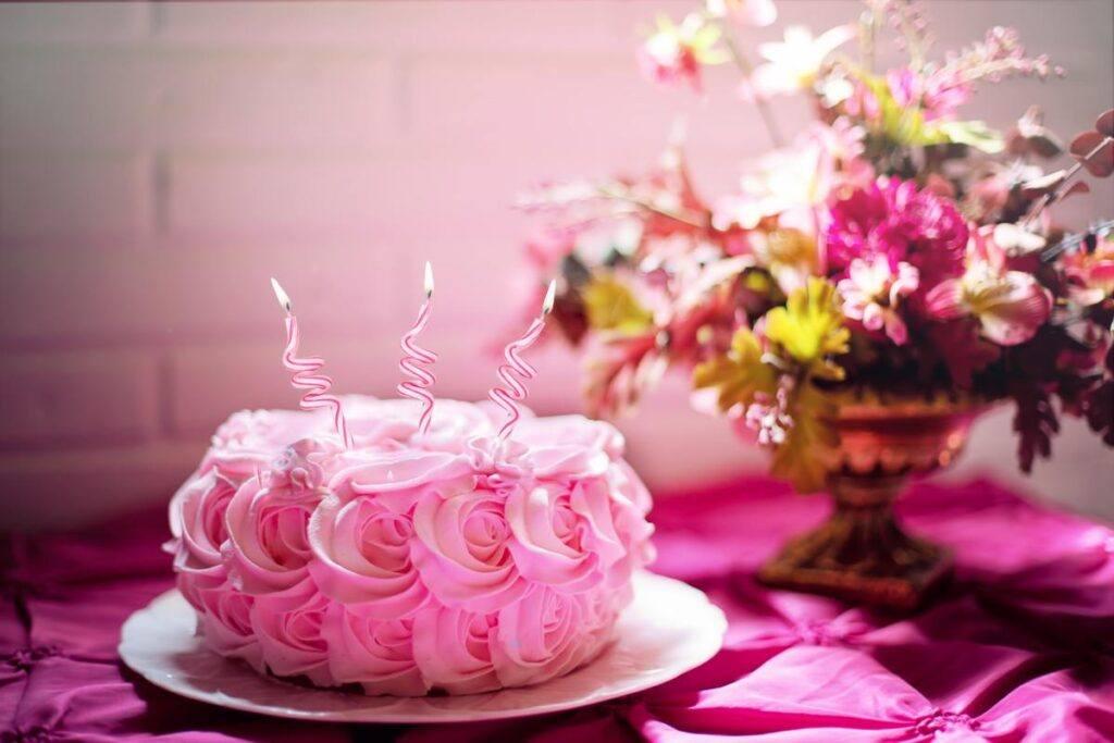 Szalony czy subtelny tort na wieczór panieński? Najnowsze trendy!