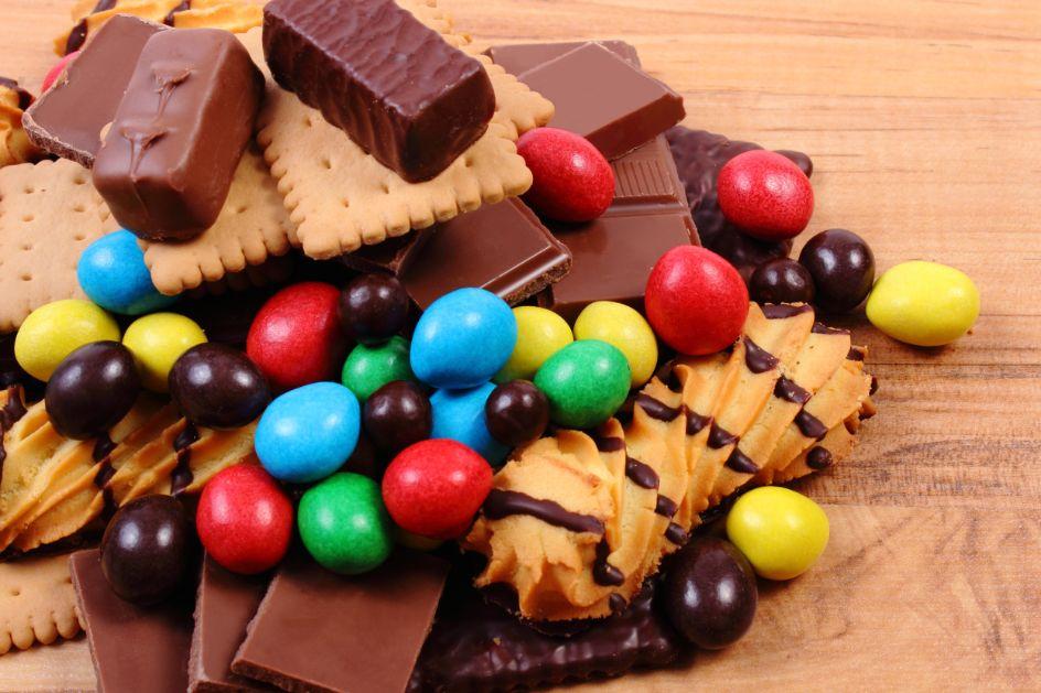 Cukierki i ciastka na tort ze słodyczy
