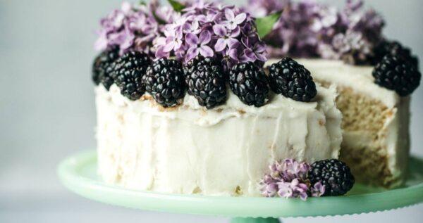 Najpopularniejsze smaki tortów weselnych 🍰 i nie tylko! Jaki wybrać?