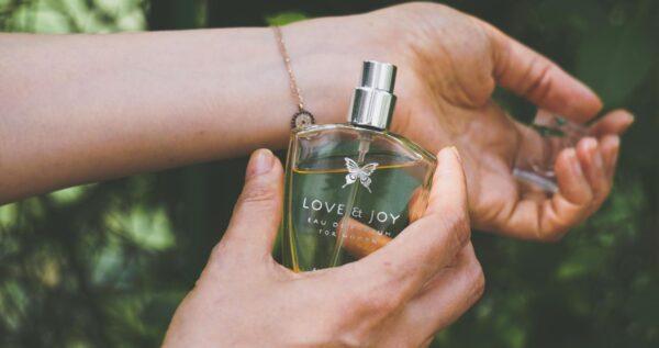 Jak używać perfum, aby były trwałe a ich zapach pozostał z nami na długo?