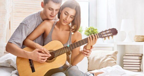 Najpiękniejsze piosenki o miłości ❤ po angielsku, których nie może zabraknąć na Waszym weselu!