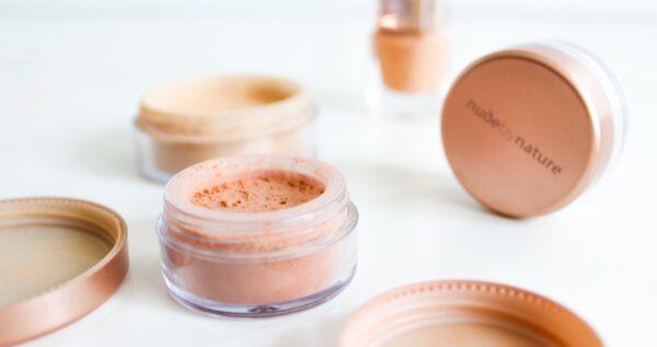 Czy kosmetyki mineralne są dla każdej kobiety? Oto, co musisz o nich wiedzieć!