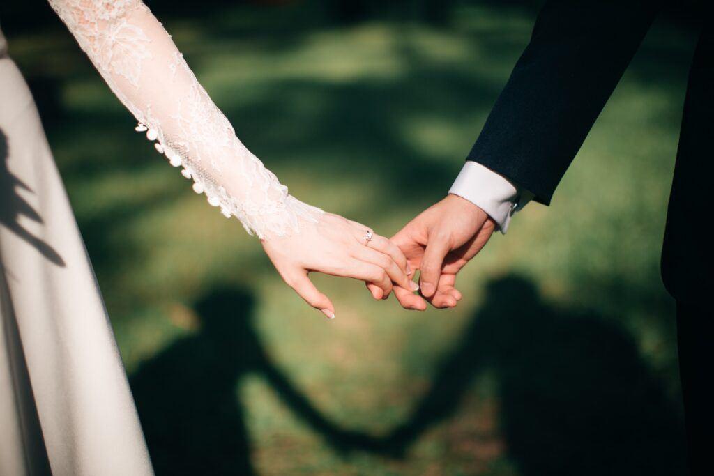 Pandemia koronawirusa trwa. Co dalej z weselami?