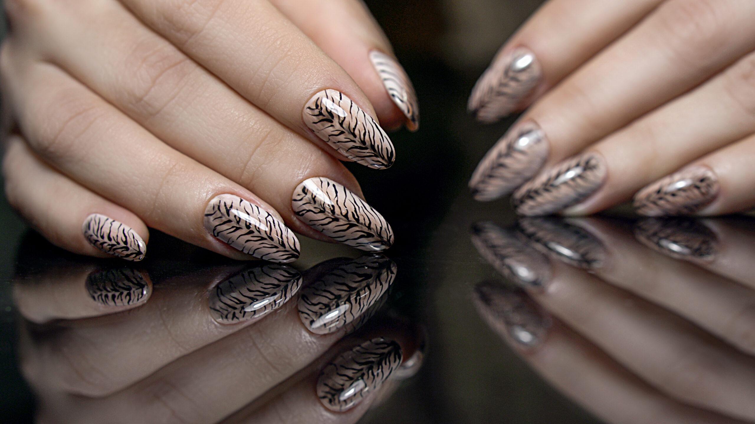 ślubny manicure w zwierzęcy wzór