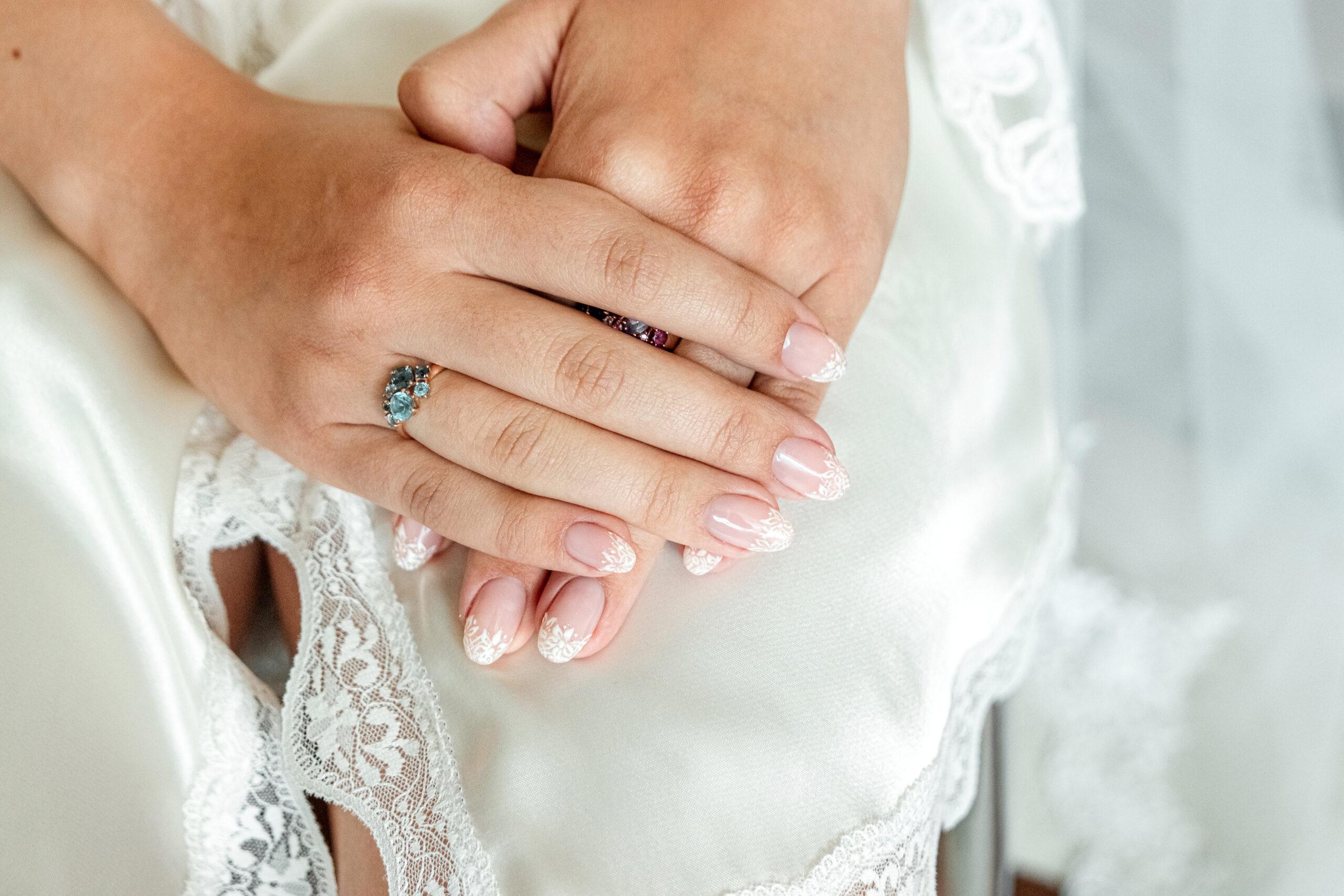 paznokcie na ślub z efektem koronki