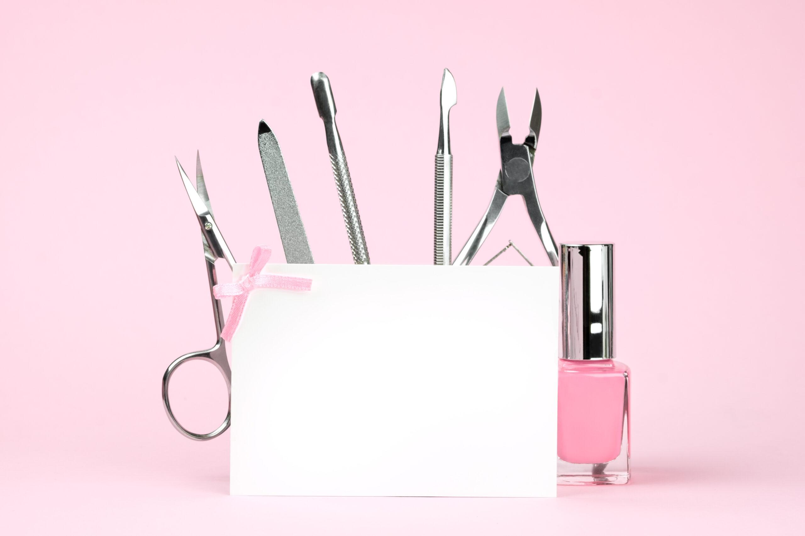 narzędzie niezbędne do tego aby wykonać ślubne paznokcie