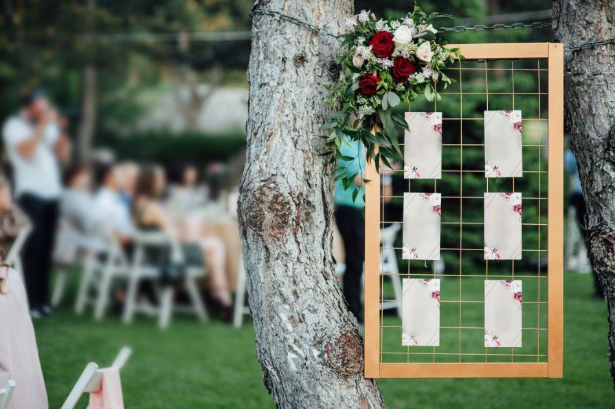 plan stołów weselnych w ozdobnej ramie