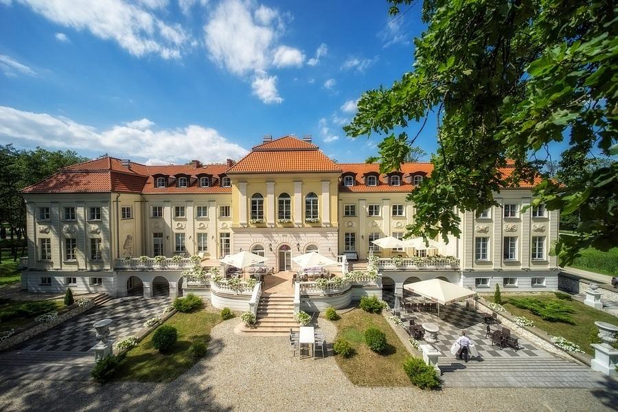 Marzysz o baśniowym przyjęciu? Zorganizuj wesele w historycznych wnętrzach pałacu!